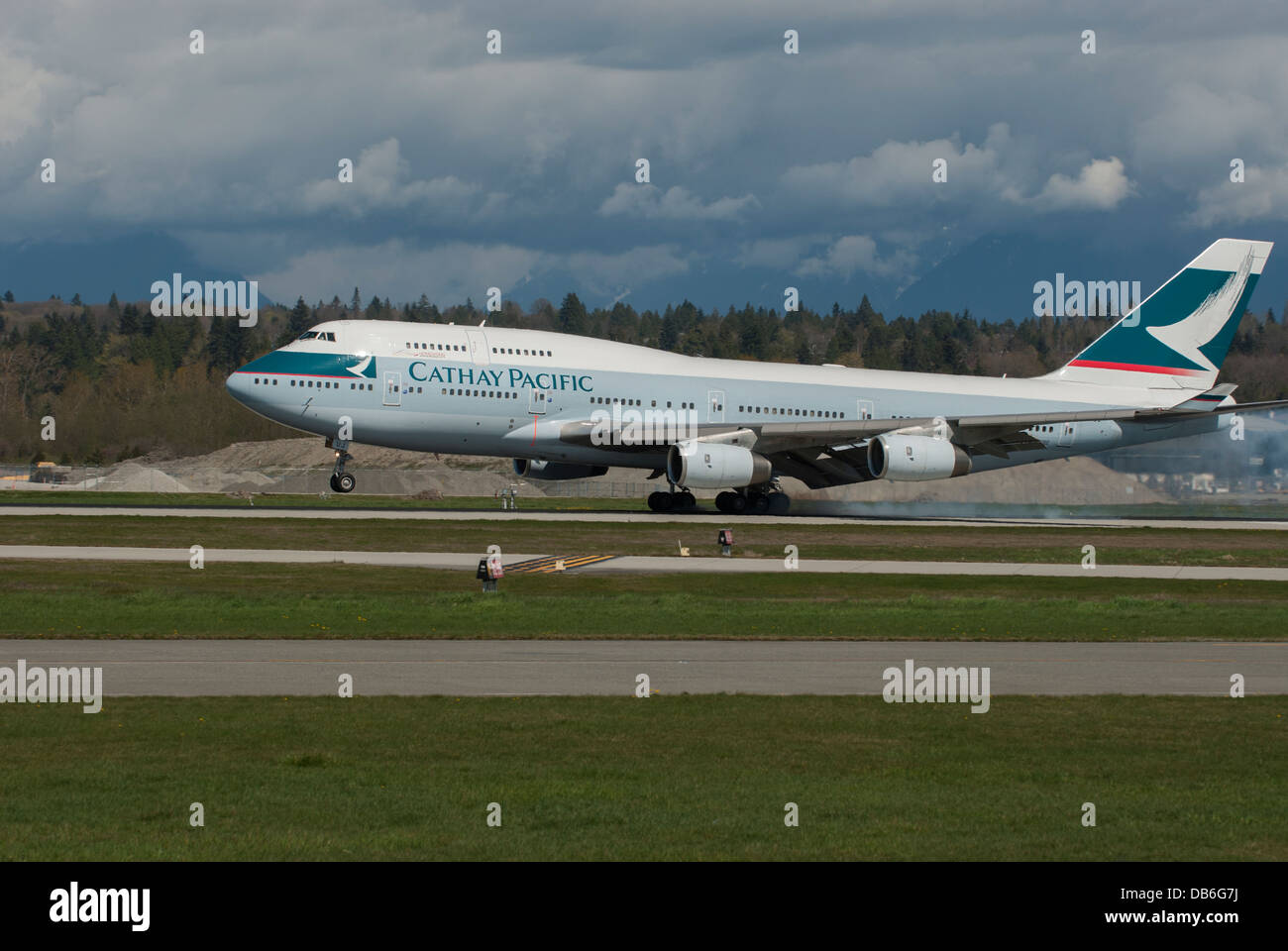 Cathay Pacific Boeing 747 436 landing at Vancouver International Airport - Stock Image