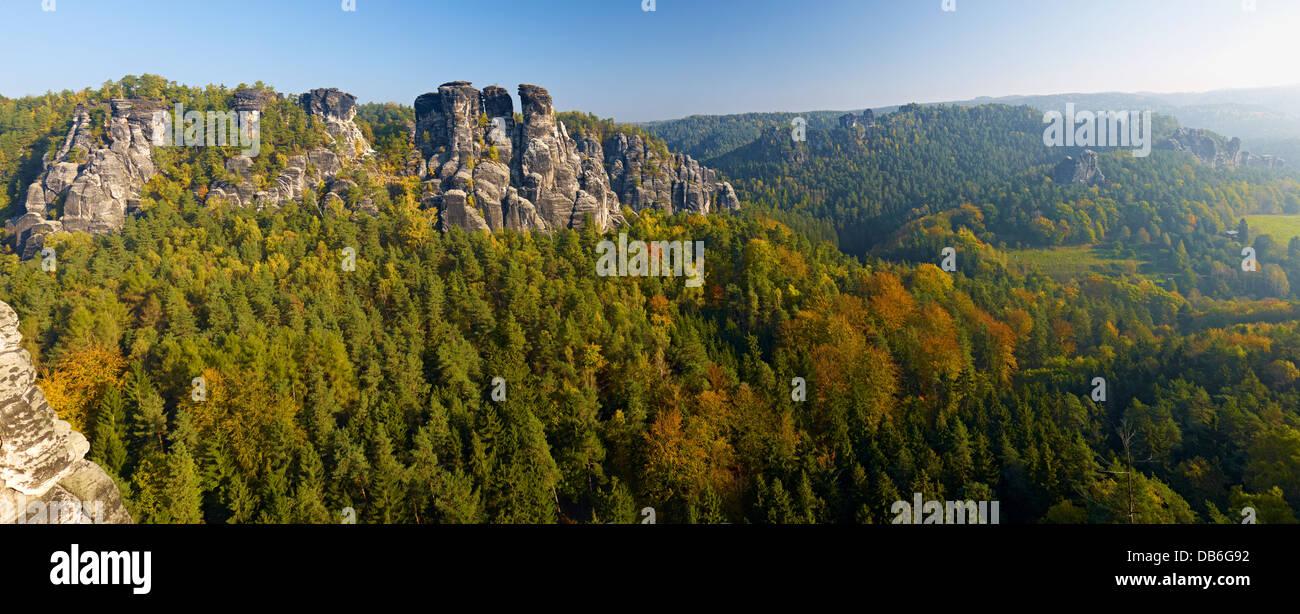 Kleine Gans rock formation above the Wehlgrund valley near Rathen, Saxony, Germany - Stock Image