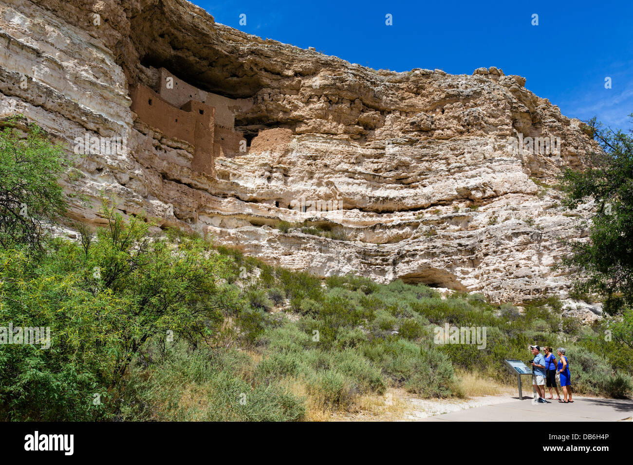 Tourists at Montezuma Castle National Monument, well preserved cliff dwelling of the Sinagua, nr Camp Verde, Arizona, Stock Photo