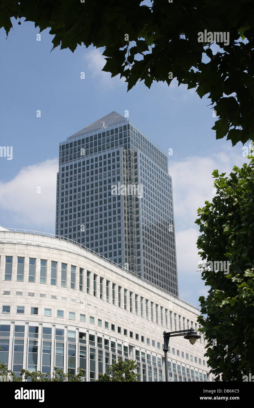 canary wharf  London. tall sky scraper buildings and the offices of many financial institutions. - Stock Image
