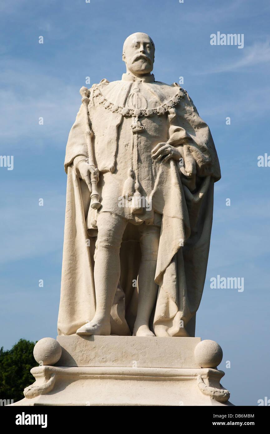 Statue of King Edward VII, Beacon Park, Lichfield, Staffordshire, England, UK - Stock Image