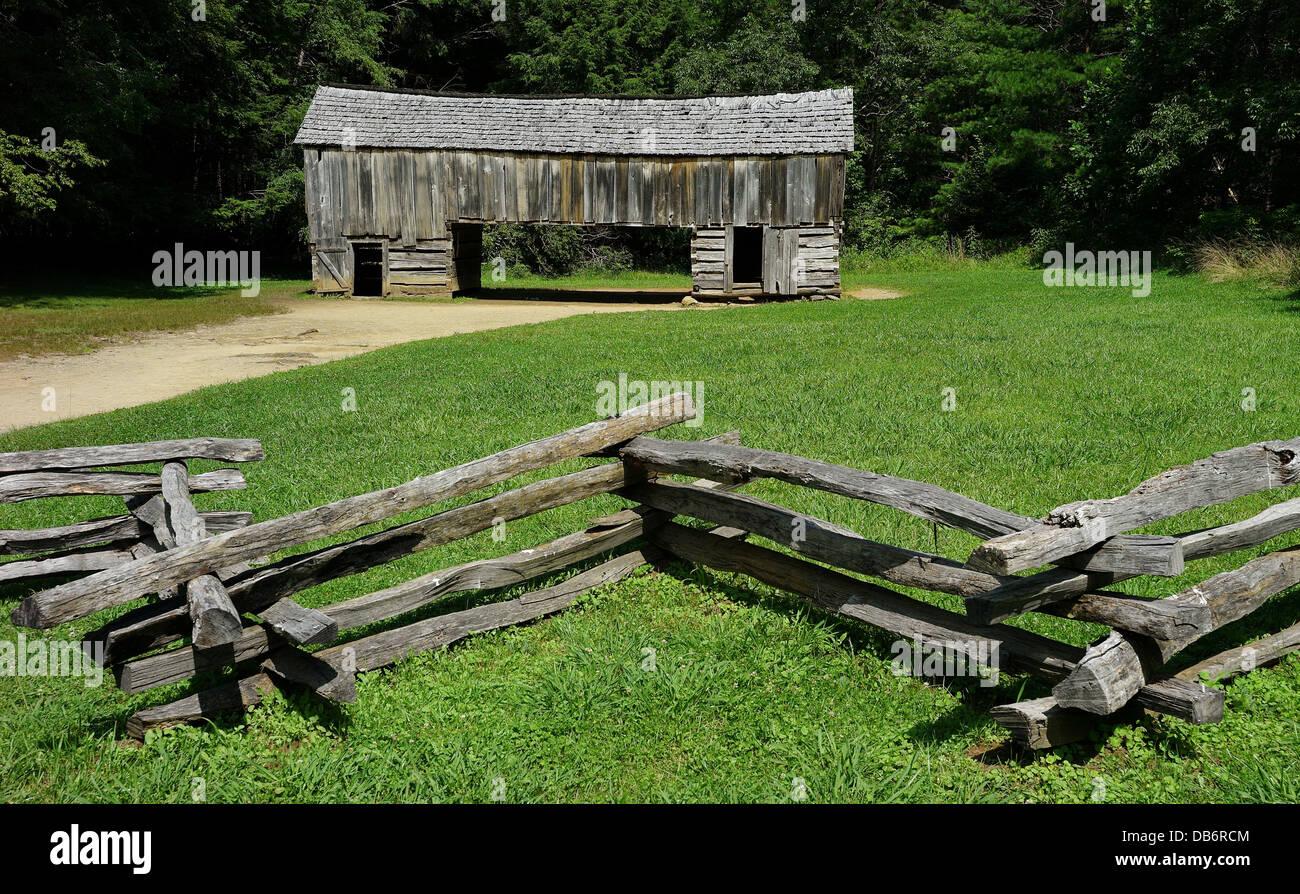 Barn in Cades Cove Smoky Smokies Fence - Stock Image