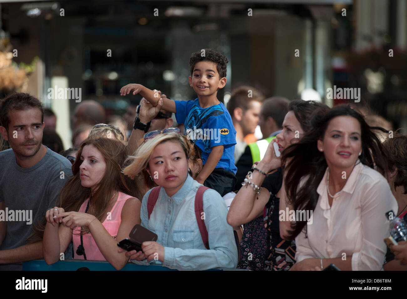 Leicester Square, London, UK. 24th July, 2013. Fans wait for Alan Partridge, aka Steve Coogan, at the west end premier - Stock Image