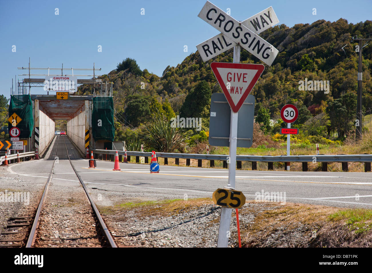 South Pacific, New Zealand, South Island. Bridge shared by cars, trucks, and trains. - Stock Image