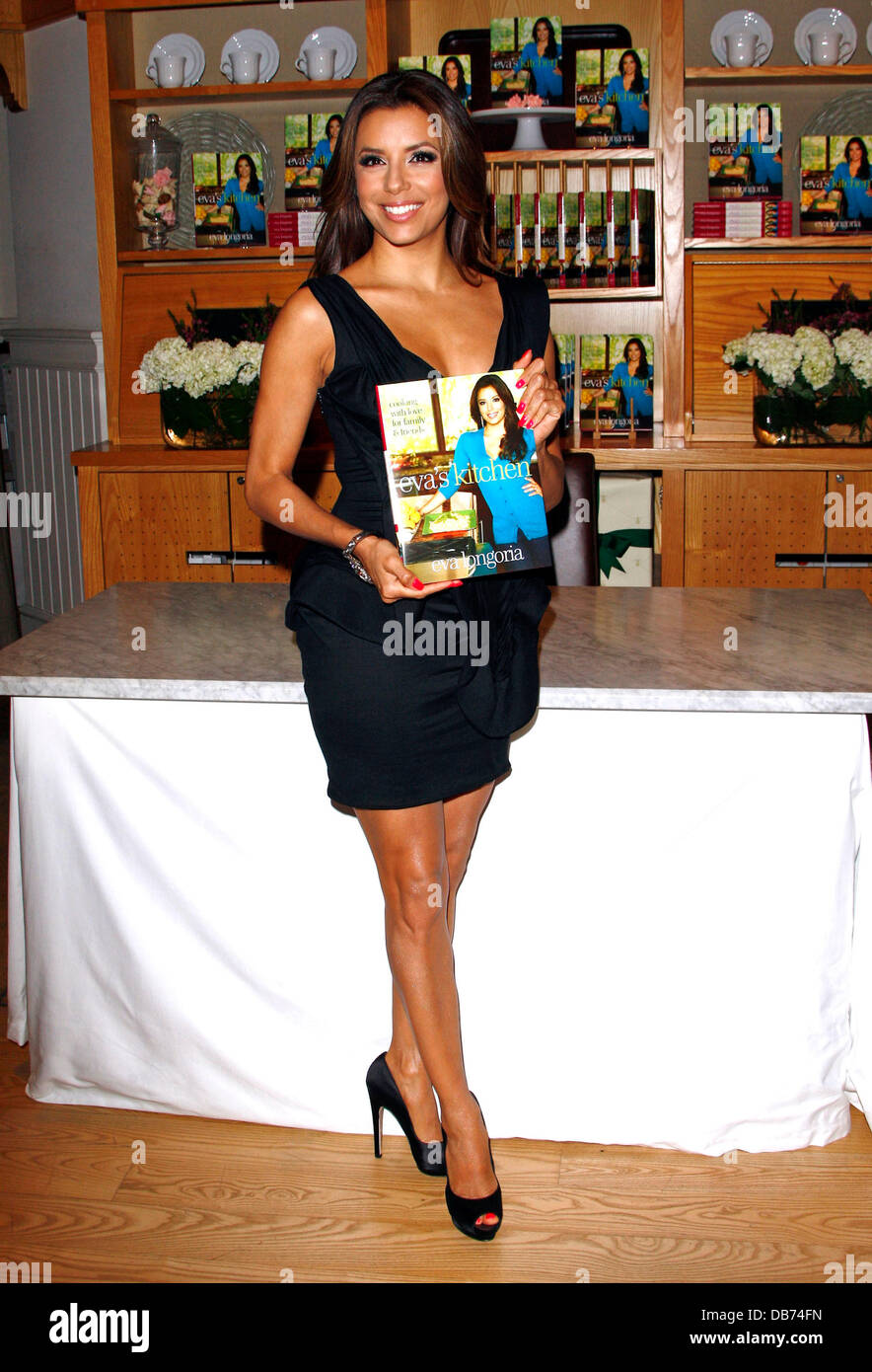 Eva Longoria signs copies of her new cookbook \'Eva\'s Kitchen\' at ...