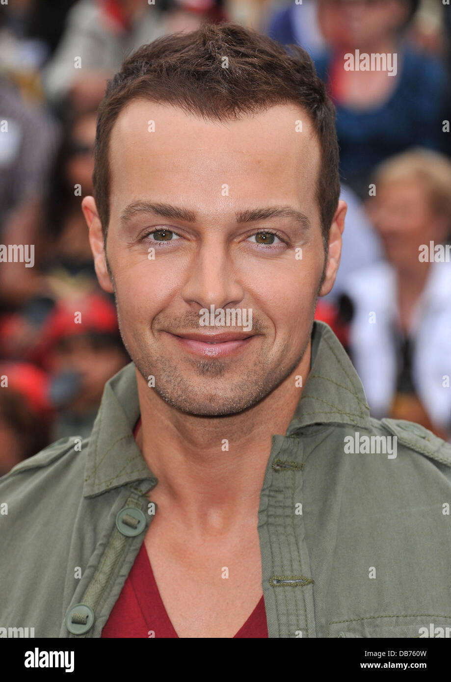 Joey Lawrence Pirates Of The Caribbean On Stranger Tides World