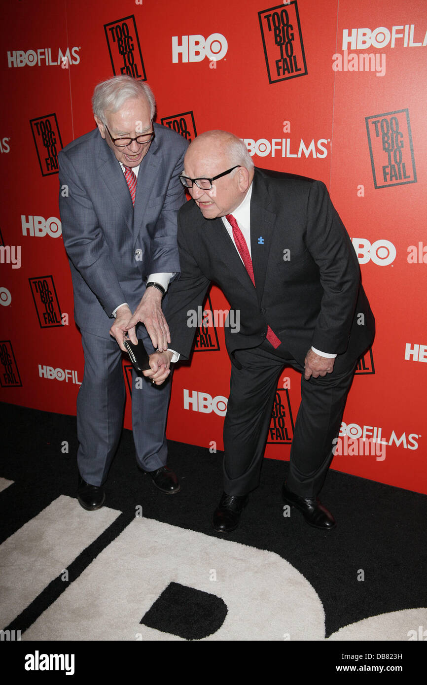 Warren Buffett, Ed Asner HBO presents the premiere of 'Too Big To Fail' based on the book by Andrew Ross Sorkin Stock Photo