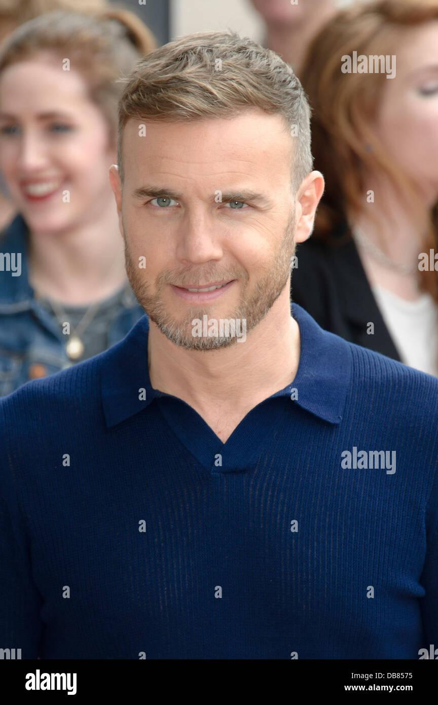 Gary Barlow 12 English Singer Poster X-Factor Pop Music Famous Black Suit Photo