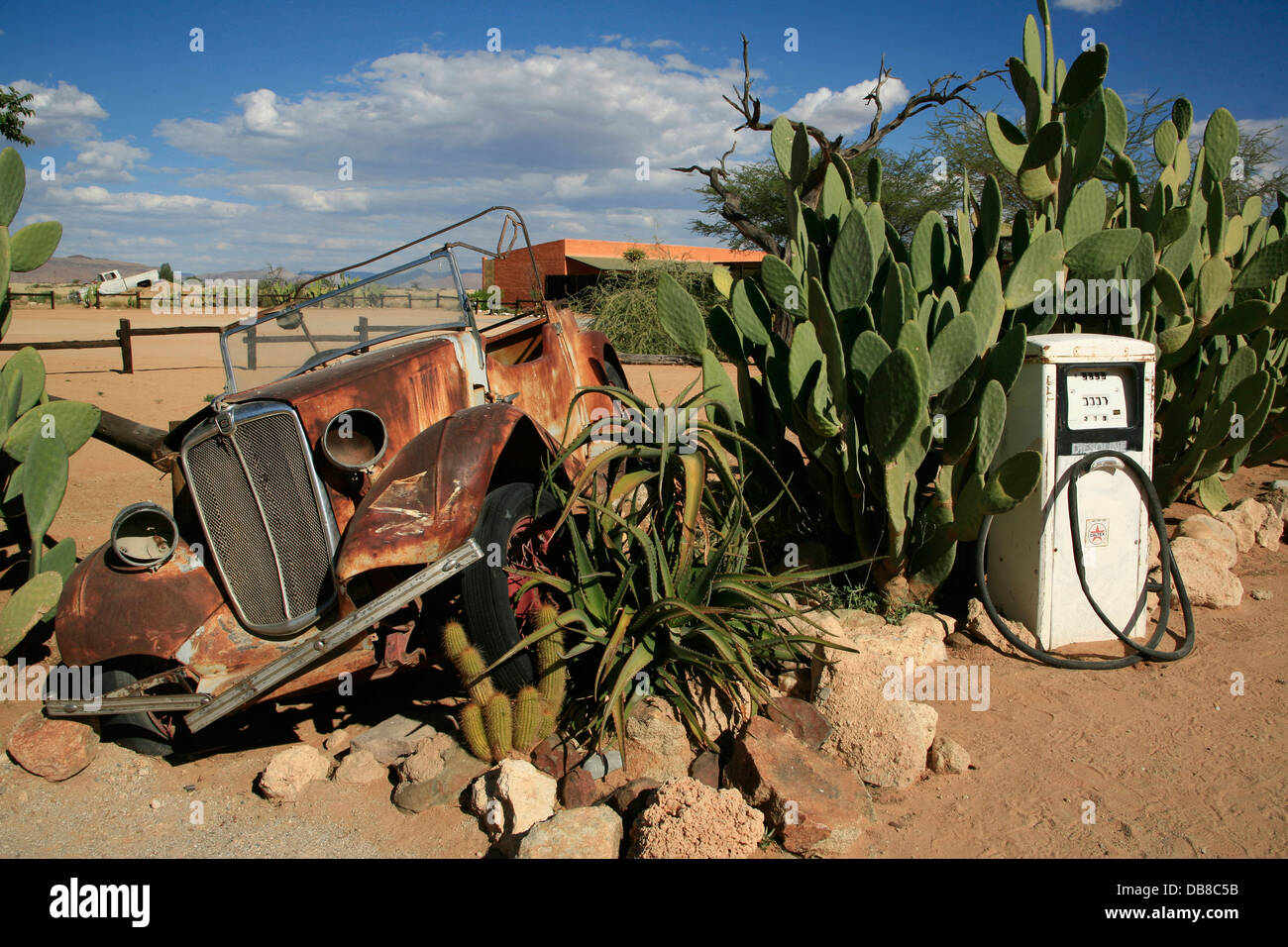 rusted car at run down petrol station, Solitaire, Namibia - Stock Image