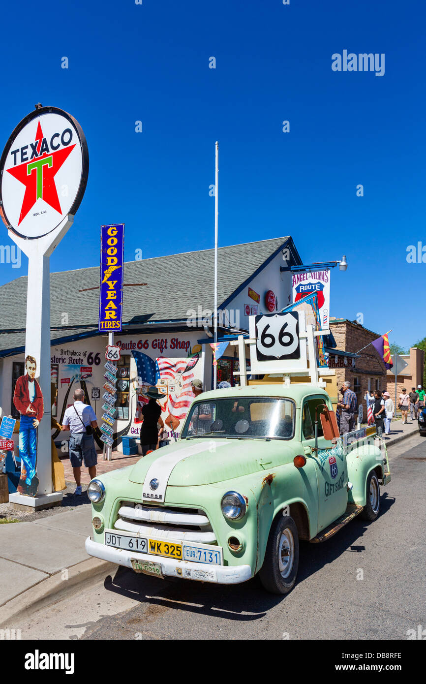 Old car outside Angel and Vilma Delgadillo's Route 66 Gift Shop on historic Route 66, Seligman, Arizona, USA - Stock Image