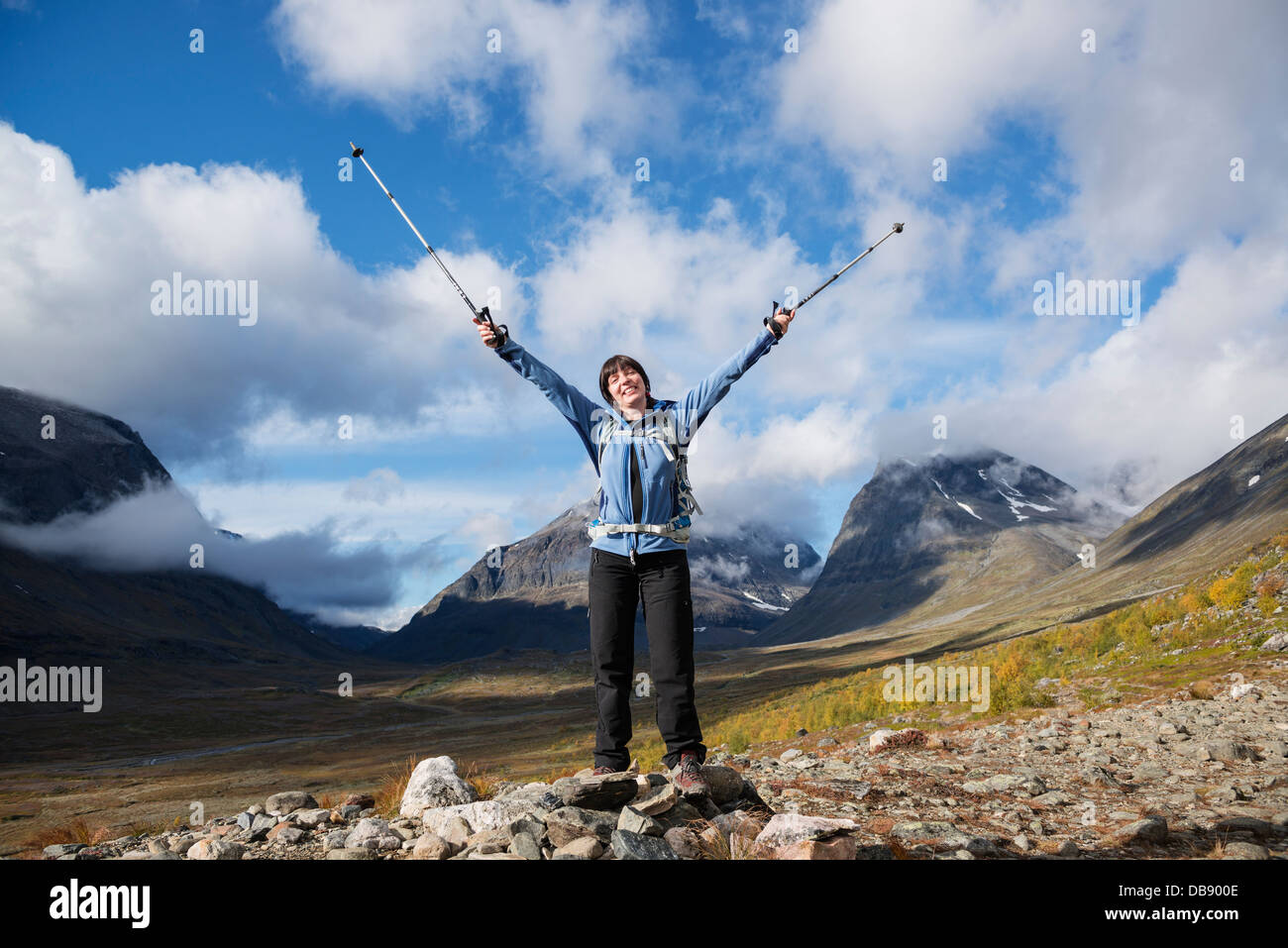 Female hiker with mountains in distance, Ladtjovagge, near Kebnekaise Fjällstation, Lappland, Sweden - Stock Image