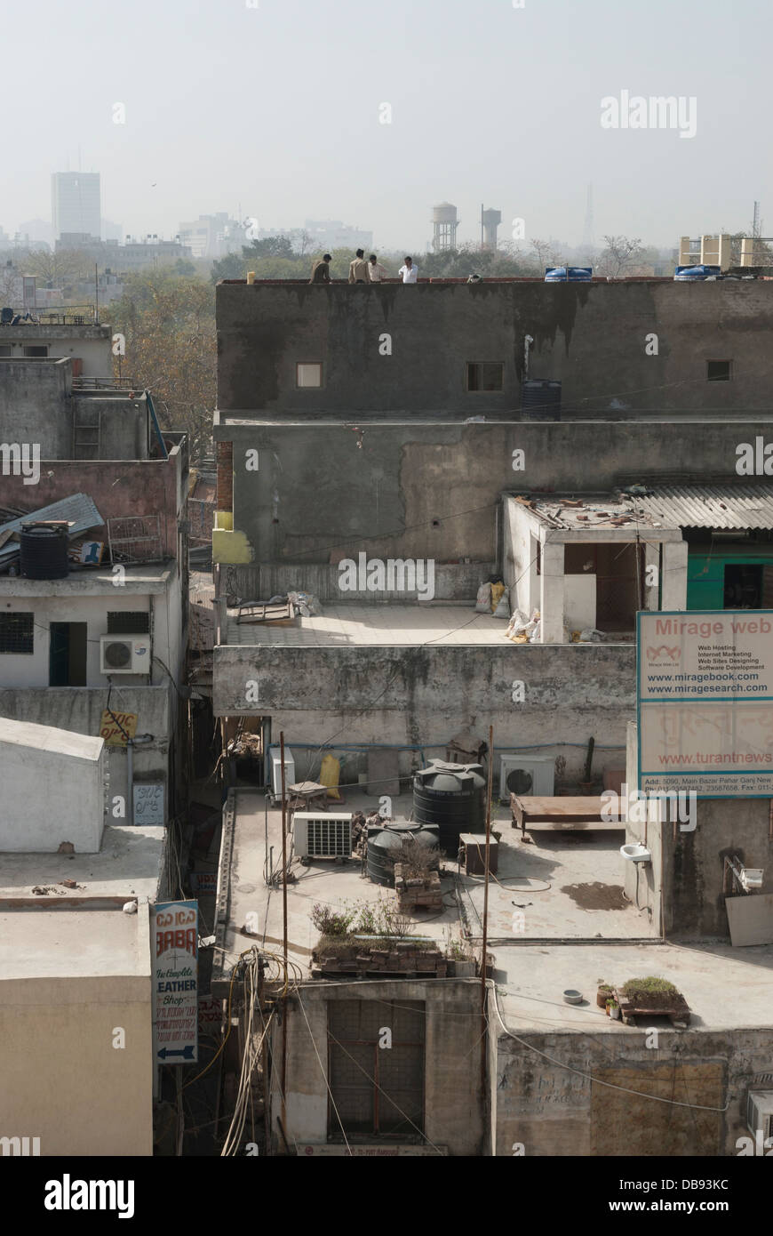 Paharganj, Delhi, India. 23rd March 2012. Delhi skyline looking over resident rooftops. - Stock Image