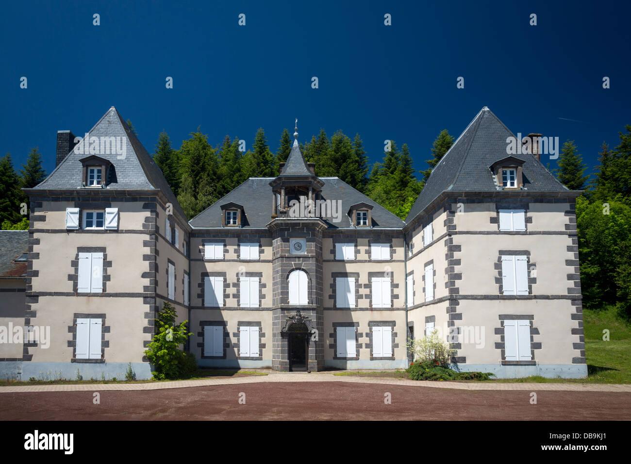 The house of the Country Nature Reserve of the Auvergne volcanoes. La maison du Parc Naturel Régional des volcans - Stock Image