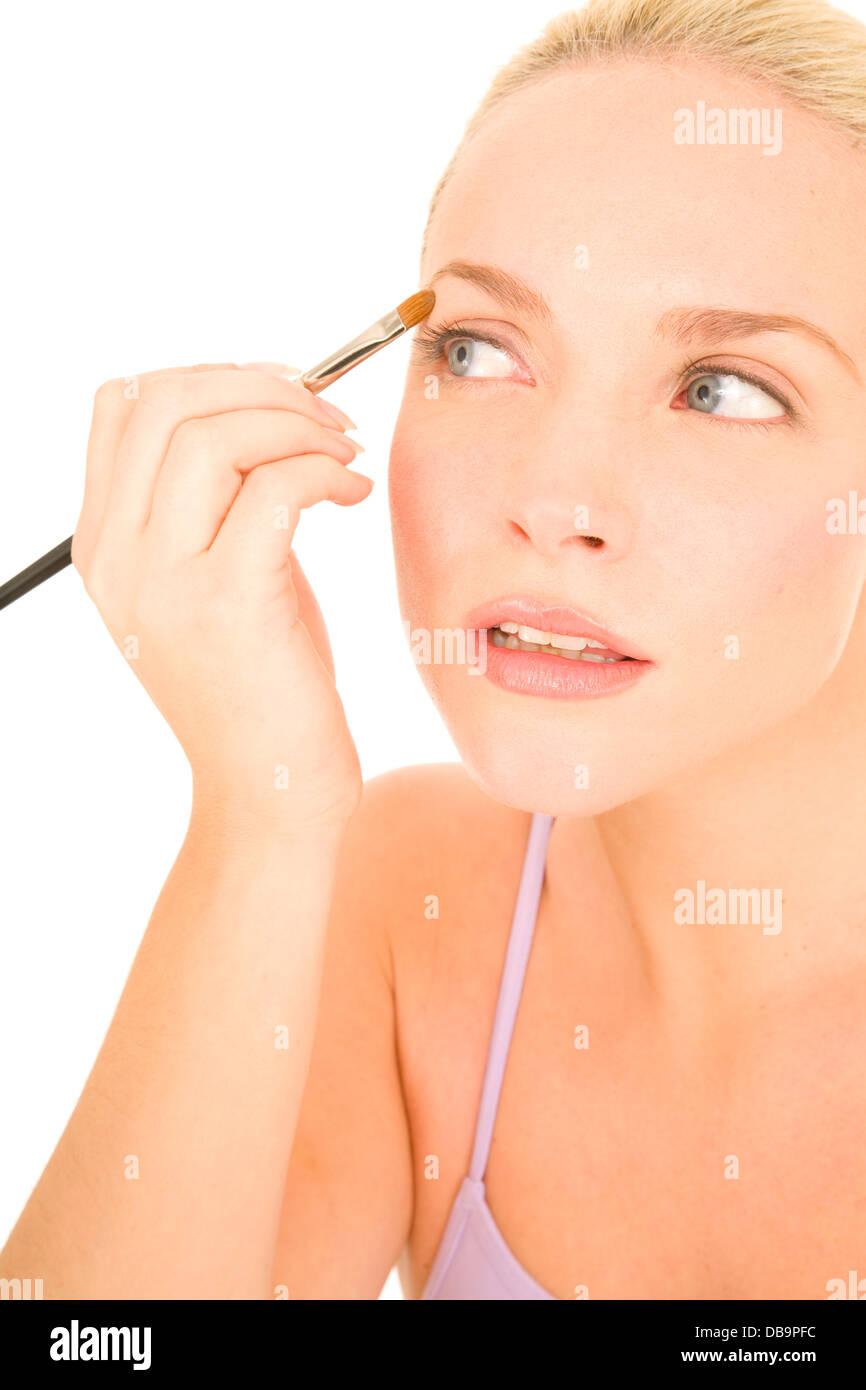 Woman applying eyeshadow - Stock Image