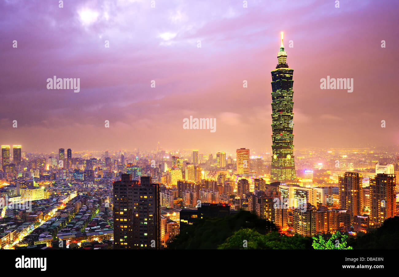 Taiwan, Taipei cityscape at the Xinyi District viewed from Elephant Mountain. - Stock Image