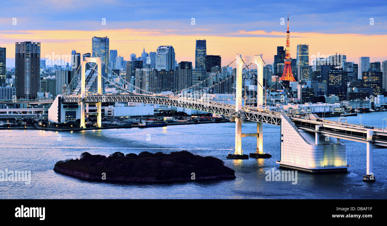 Rainbow Bridge spanning Tokyo Bay with Tokyo Tower visible in the background. - Stock Image