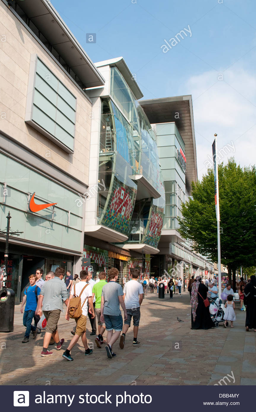 Shops and people in Market Street, Manchester, UK - Stock Image