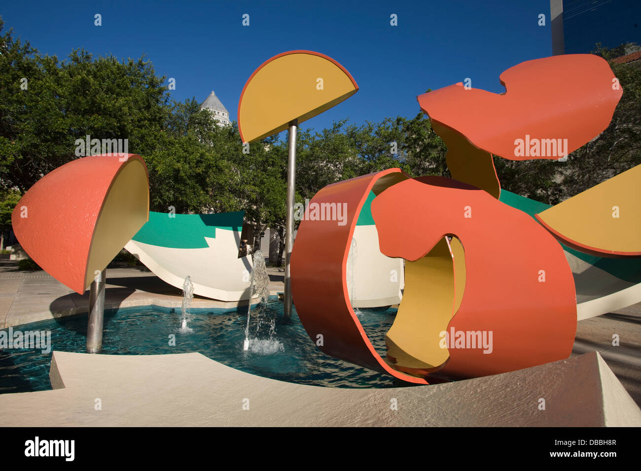 DROPPED BOWL WITH SCATTERED ORANGE SLICES AND PEELS FOUNTAIN METRO DADE PARK MIAMI FLORIDA USA - Stock Image