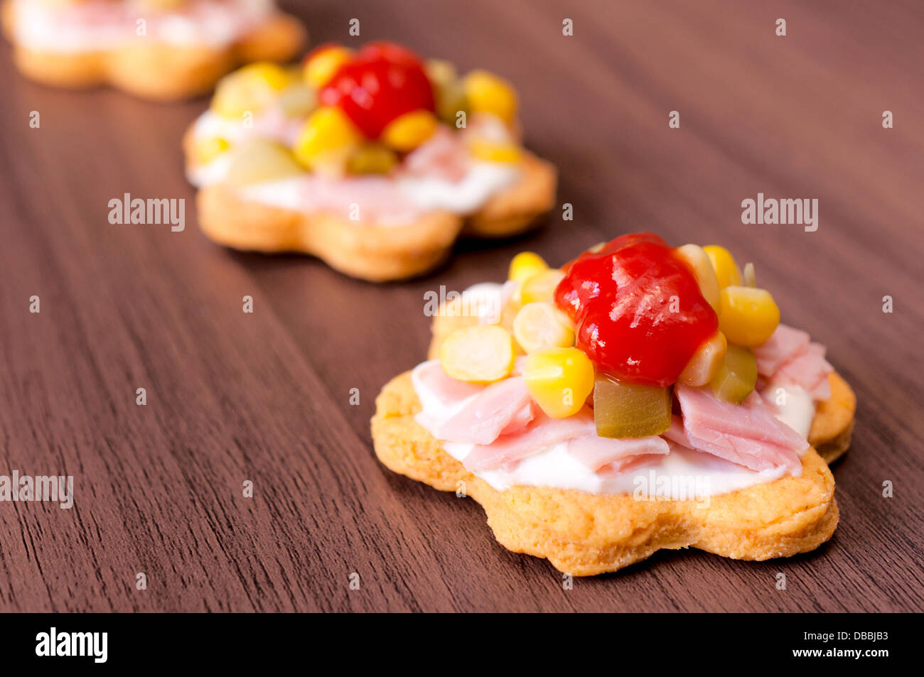 Tasty snack cups with vegetables and slices of ham - Stock Image
