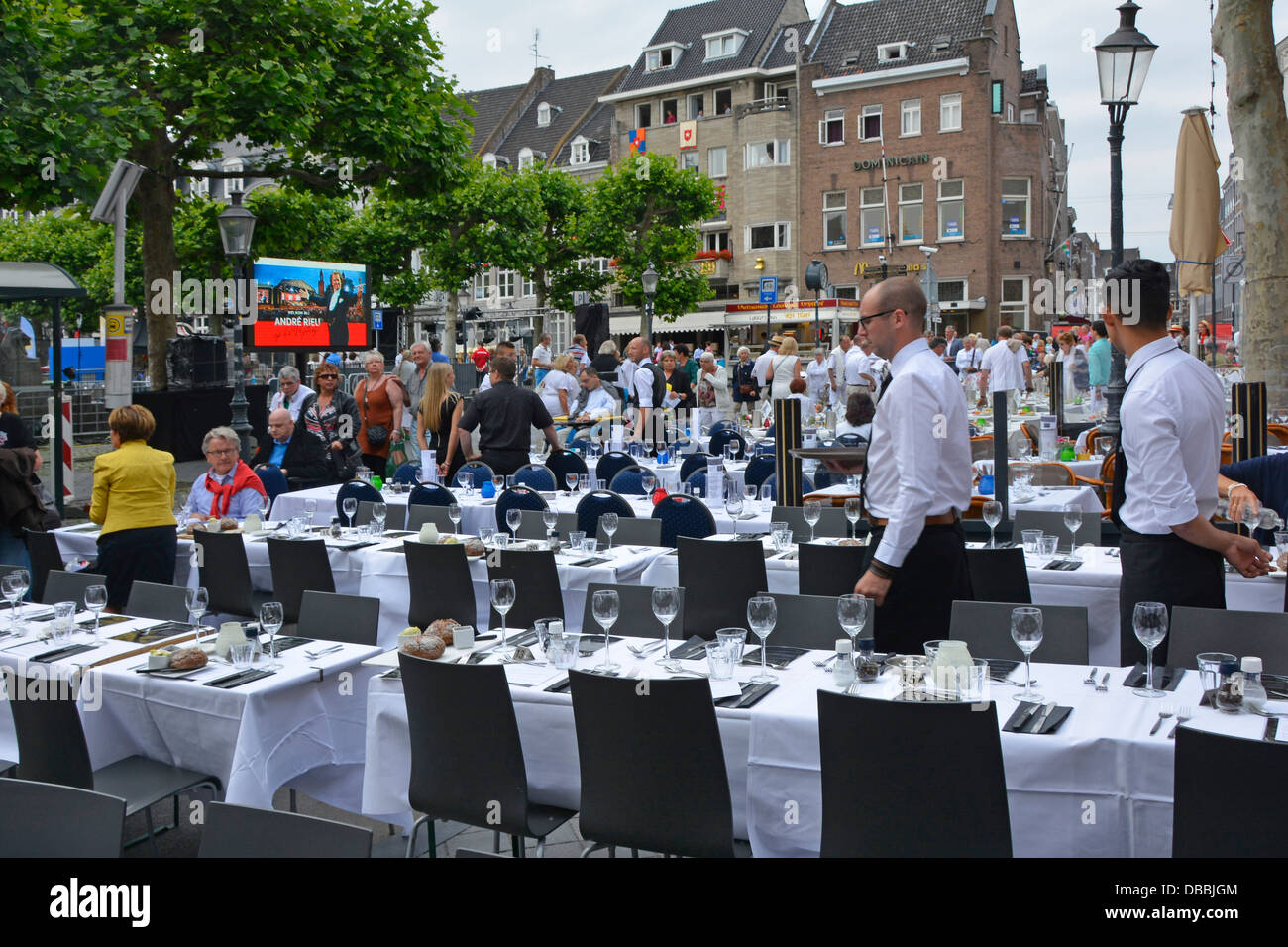 Maastricht bars and restaurant tables on the vrijthof - Maastricht mobel ...