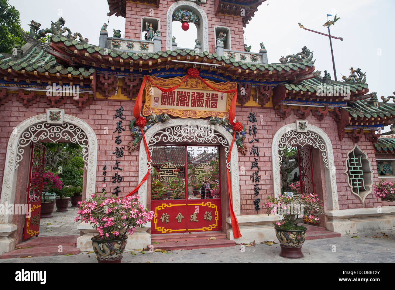 Outer wall and entrance of Phuc Kien (Fukien) Assembly Hall in Old Quarter, Hoi An, Vietnam, Southeast Asia - Stock Image