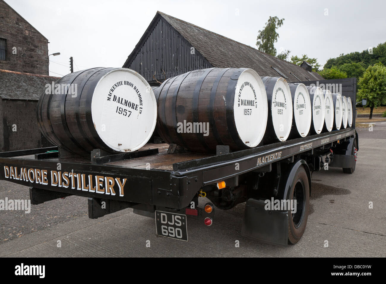 DJS 690 Commer MacKenzie BRO's _Large whisky casks at the Dalmore is a distillery in Alness, Scotland, located - Stock Image