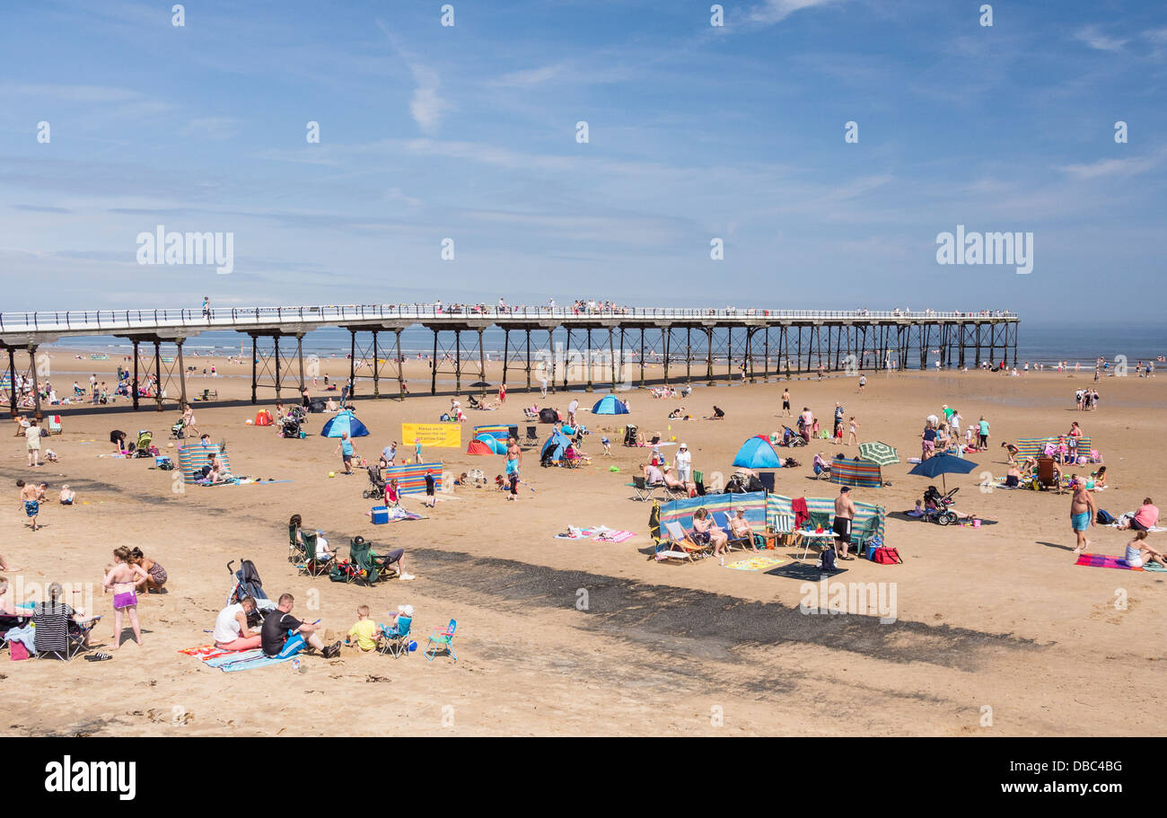 Saltburn-by-the-Sea Cleveland UK Busy beach looking towards the Pier - Stock Image