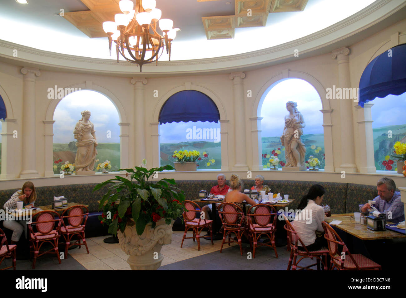 Fort Lauderdale Ft. Florida The Galleria at Fort Lauderdale mall shopping food court restaurant tables eating area - Stock Image