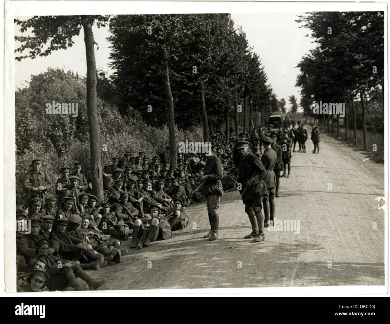 London Territorials resting on the march (Photo 24-235) - Stock Image