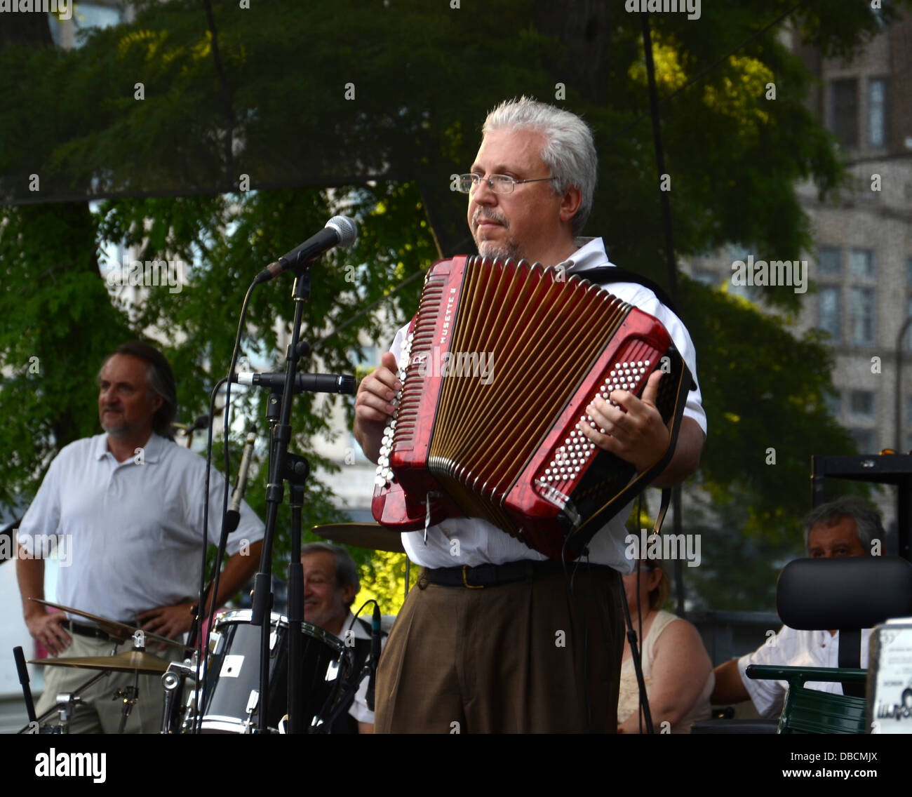 CHICAGO - JULY 18: Peter Sadkhin, accordionist and band leader of Tum Balalaika Klezmer band - Stock Image
