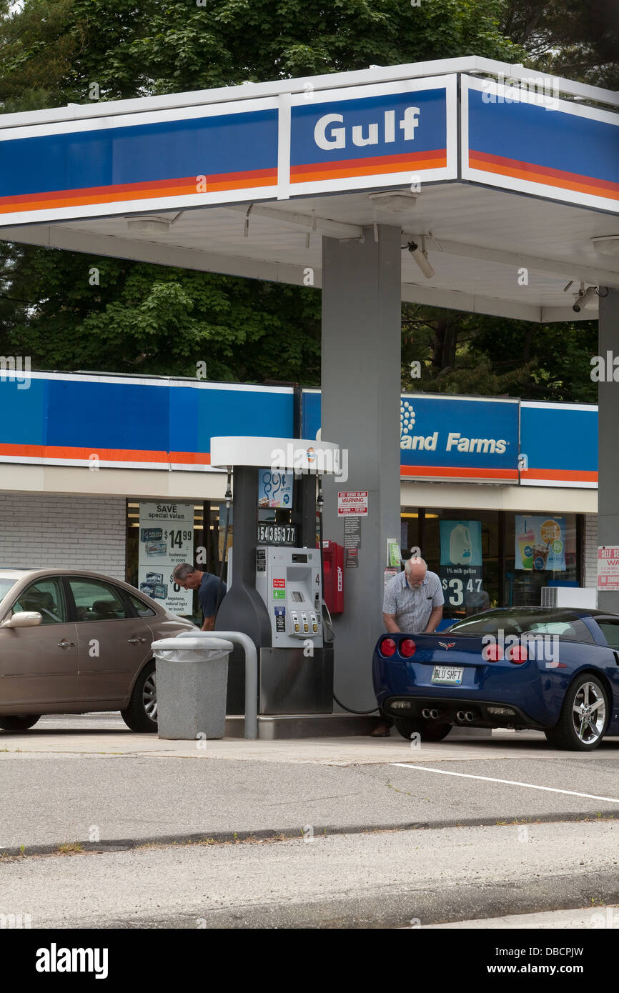 Gulf Gas Station Near Me >> A Gulf Gas Station Is Pictured In Maine Stock Photo
