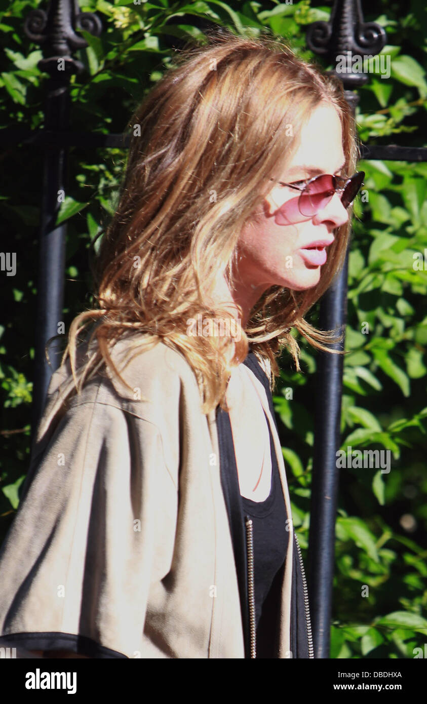 Trinny Woodall After Dropping Her Daughter Off At School London