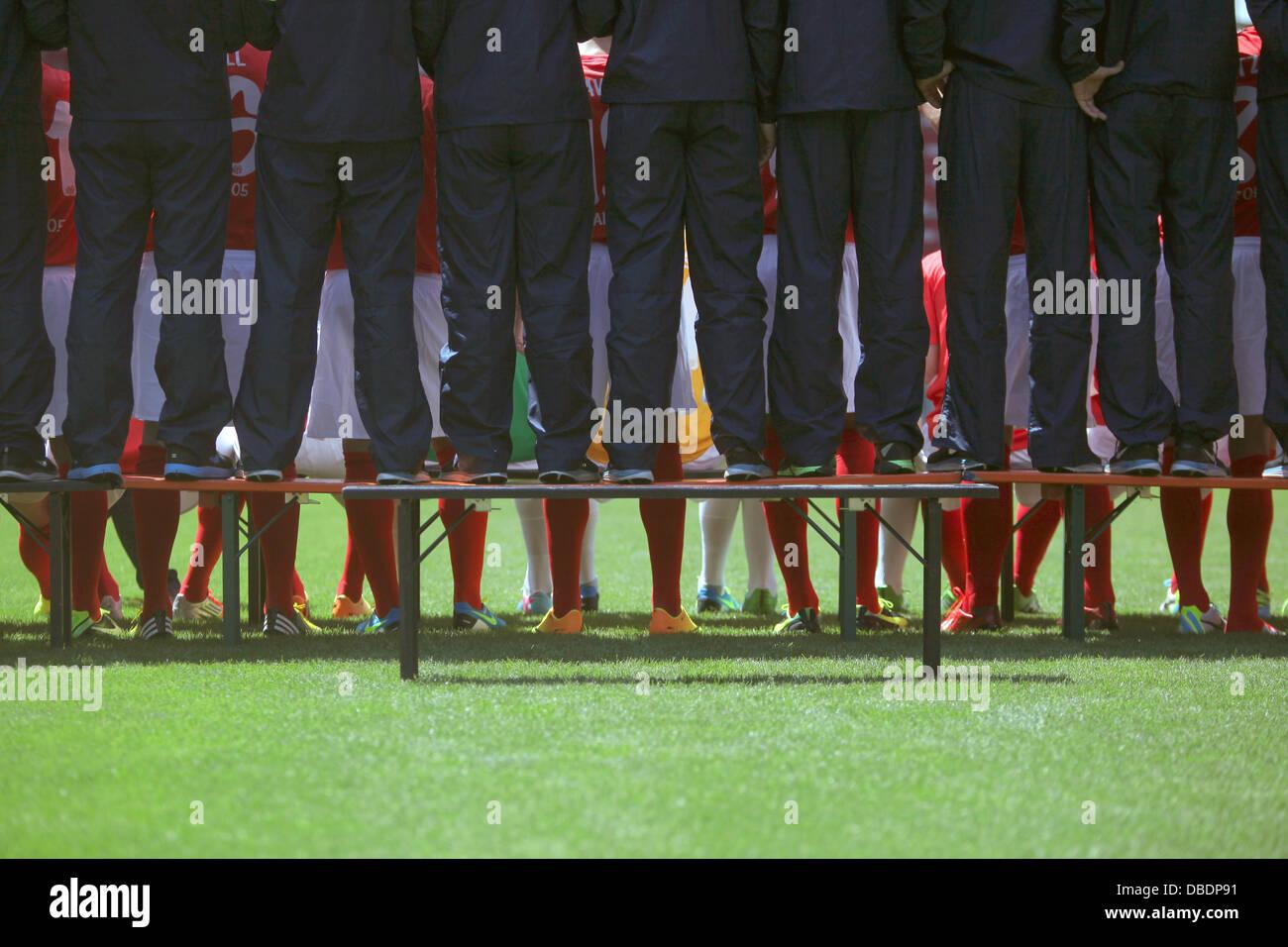 Die Spieler und Betreuer vom Fußballbundesligisten 1. FSV Mainz 05, aufgenommen beim offiziellen Fototermin - Stock Image