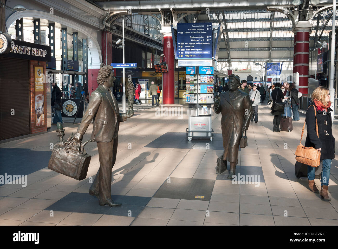 Sculptures at Liverpool's Lime Street Railway Station, of entertainer and comedian Ken Dodd and Labour MP Bessie - Stock Image