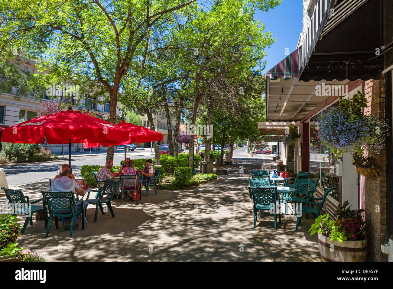 Sidewalk cafe and shops on Main Avenue in downtown Twin Falls, Idaho, USA - Stock Image