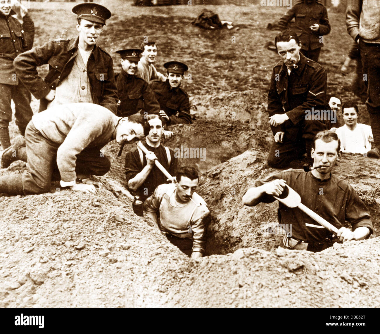Training Soldiers to dig trenches in WW1 - Stock Image