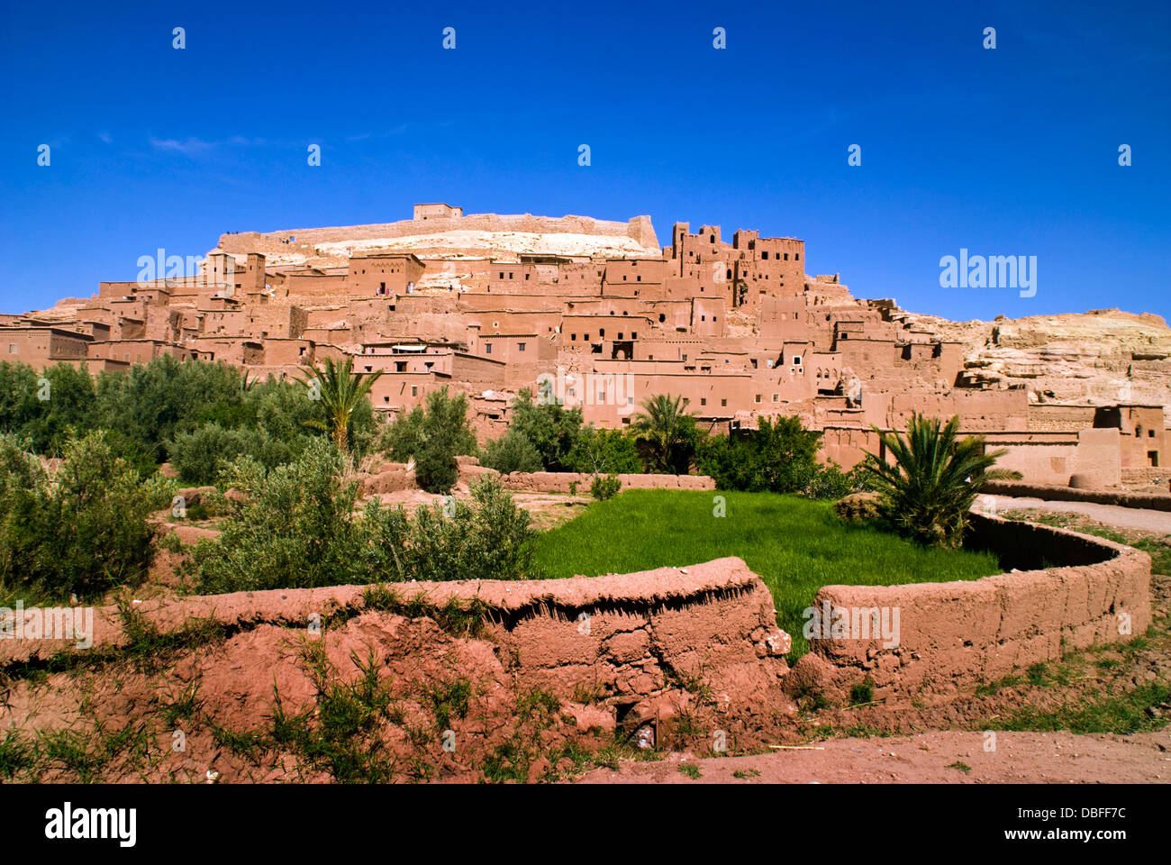 Aït Benhaddou in Berber Ath Benhadu Morocco. Most of the town's inhabitants now live in a more modern village - Stock Image