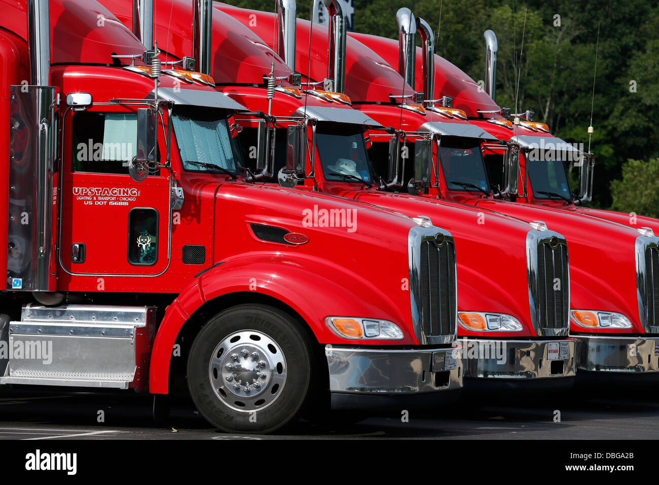 Identical red 18-wheelers - Stock Image