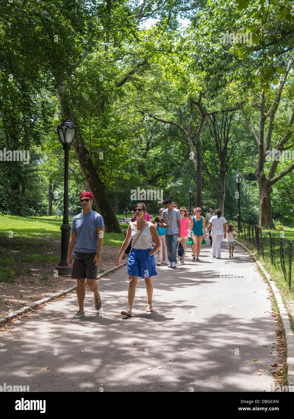 People walking in Central Park, New York City, Manhattan, and enjoying a hot summer day - Stock Image