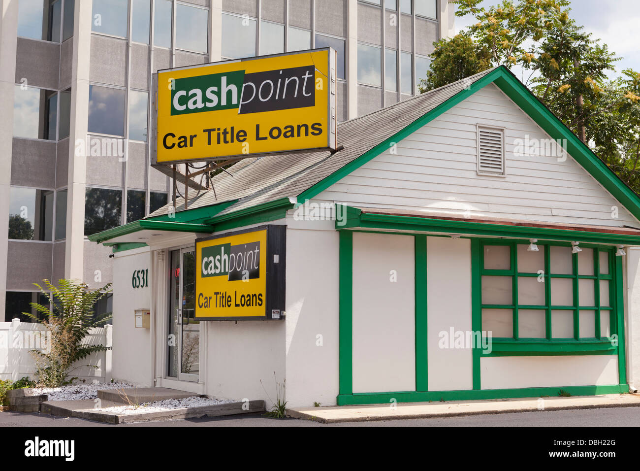 Cash Point Car Title Loans office - Stock Image