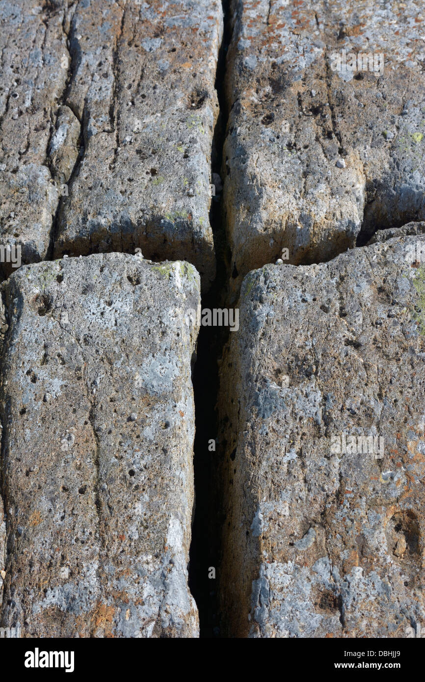 Cross shaped fissure in rock - Stock Image