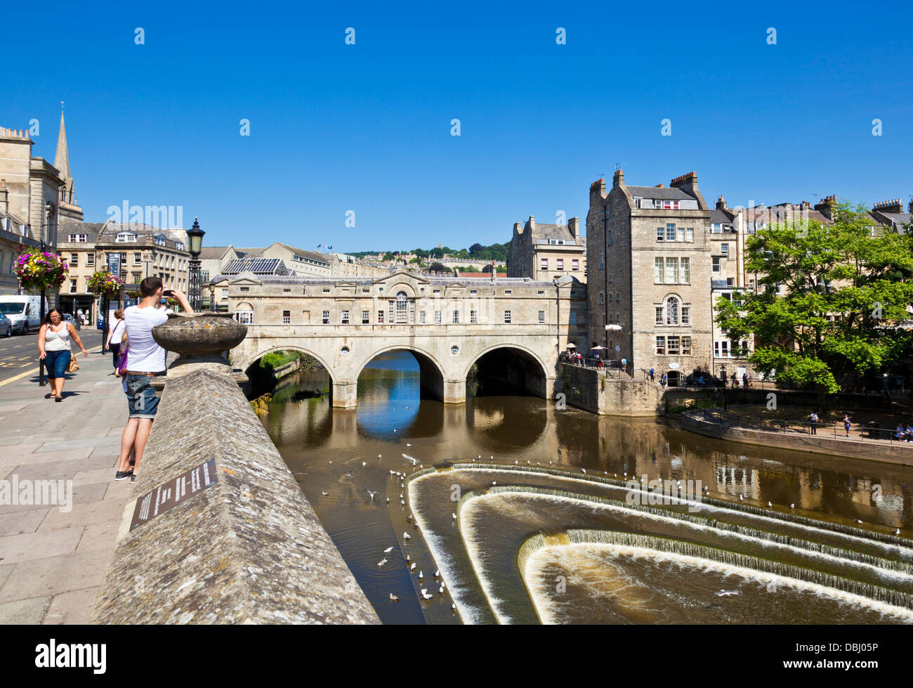 Weir and Pulteney Bridge on the River Avon Bath Somerset England UK GB EU Europe - Stock Image