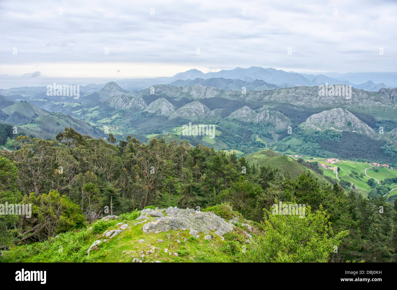 Fito Stock Photos Images Alamy Green Ecer Picos De Europa Seen From Viewpoint Of Asturias Spain