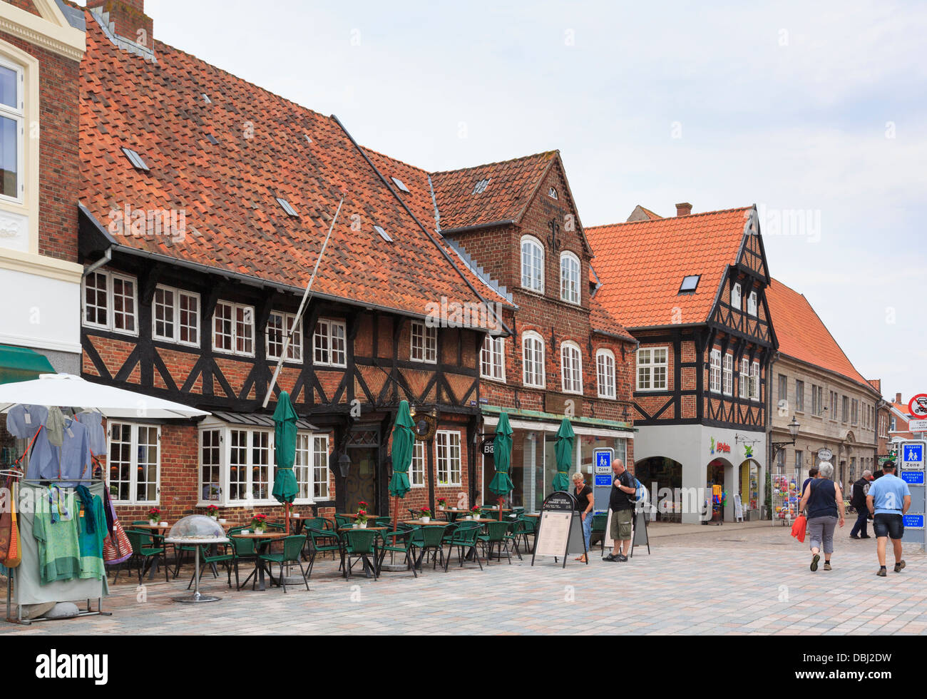 Historic Weis Stue Inn in half- timbered building in old town square is one of oldest Danish inns. Torvet Ribe Jutland - Stock Image