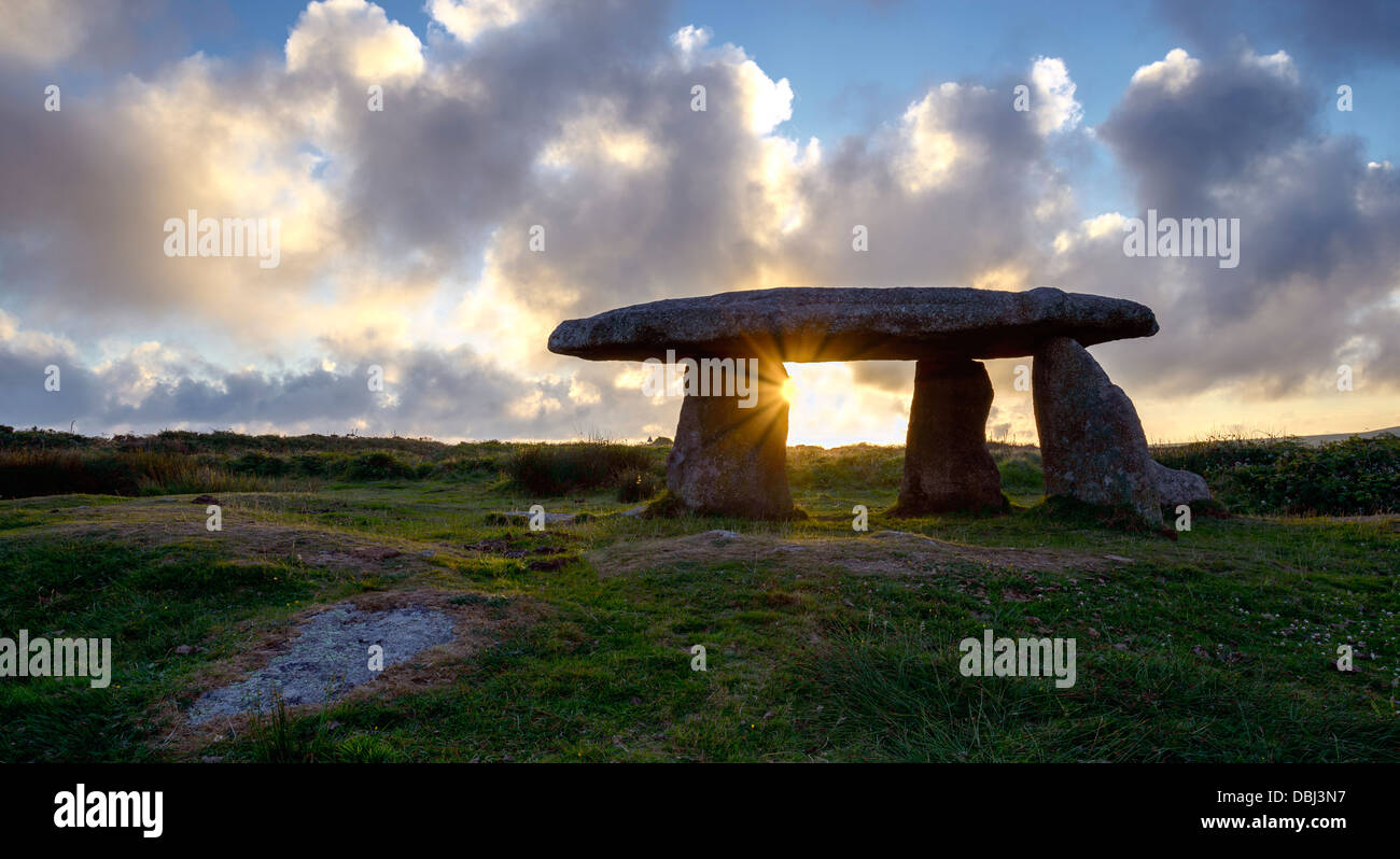 A star burst of sun gleaming through Lanyon Quoit an ancient neolithic Dolmen in Cornwall - Stock Image