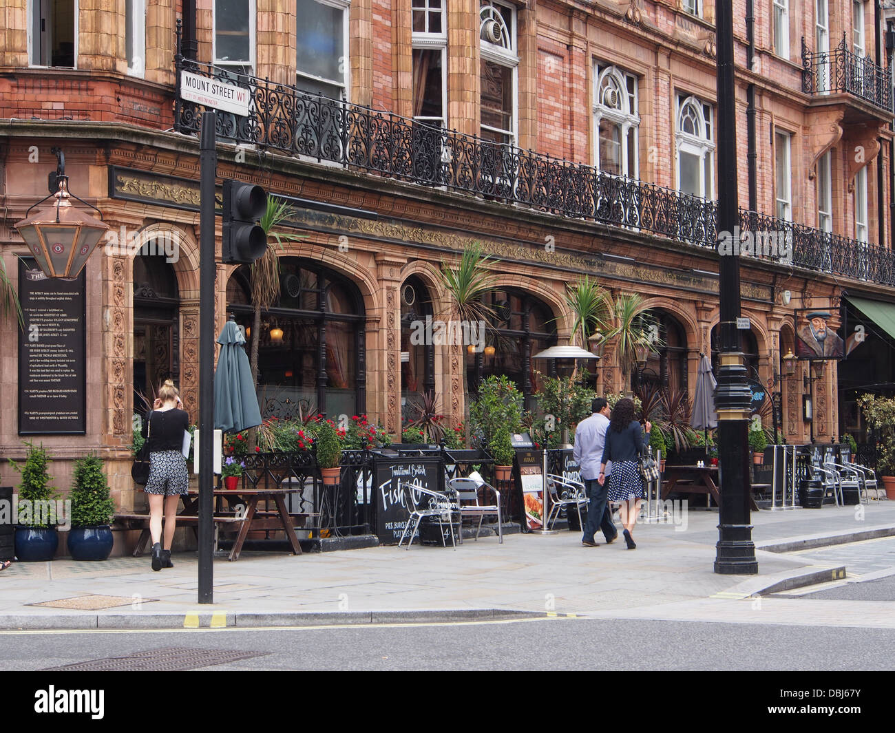 London Mayfair outdoor tables at restaurant or pub - Stock Image