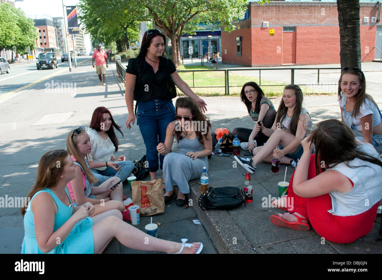Group of female students, Oxford Road, Manchester, UK - Stock Image