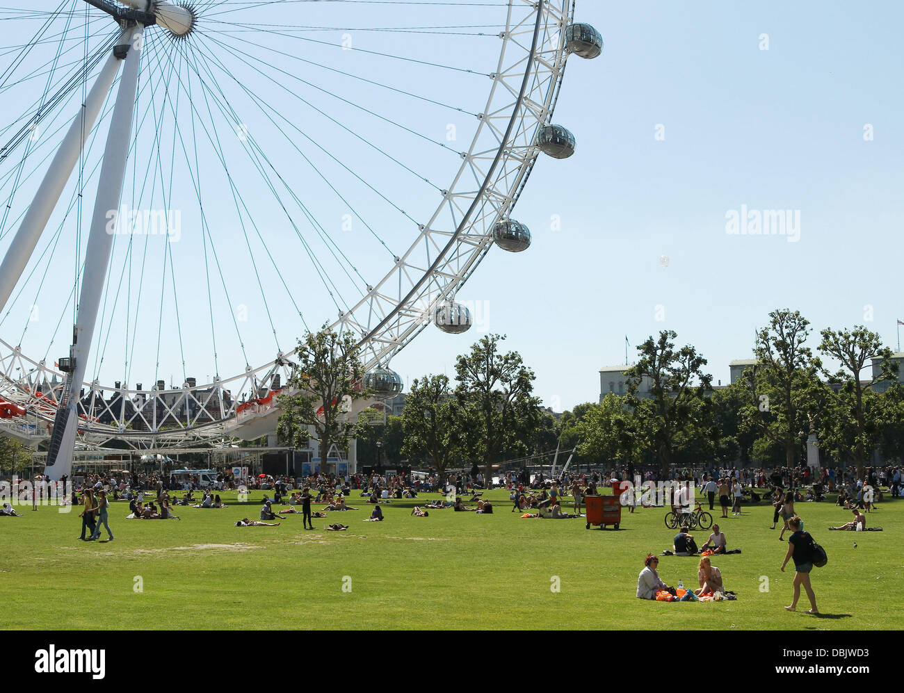 People Enjoying The Weather In London Today Is Set To Be Thetest Day Of The Year With Forecasters Predicting Temperatures Will Hit 30c 86f