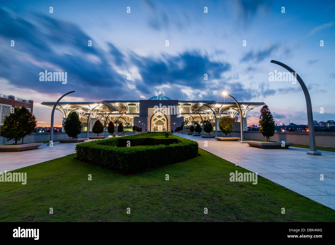 Blue cloud at steel mosque - Stock Image