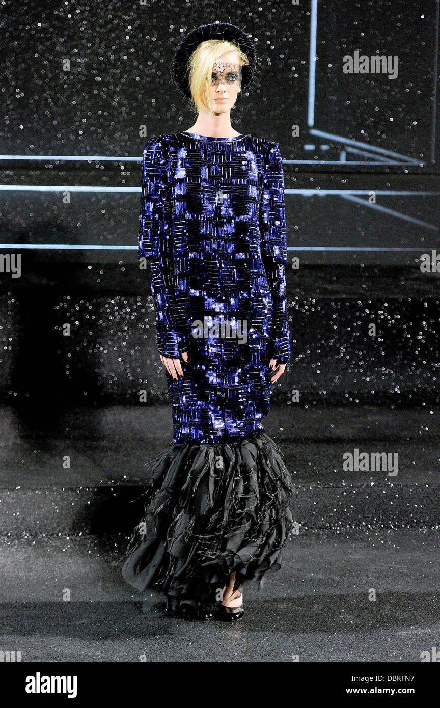 Model Paris Fashion Week - creations by German designer Karl Lagerfeld for Chanel at the Fall/Winter 2011/2012  - Stock Image